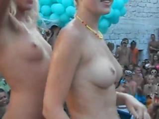 Конкурс мокрых сисек на пати с молодыми русскими девочками, натуральные сиськи не порно секс вписка голые девки студентка