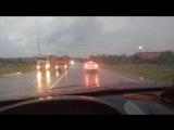 Капли дождя сбегают с лобового стекла!