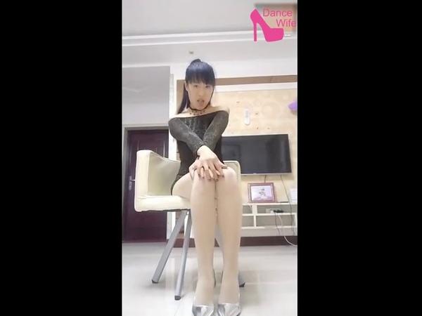 Japanese wife dance 2018 || jav wife dancing || hot girls dance in black skirt