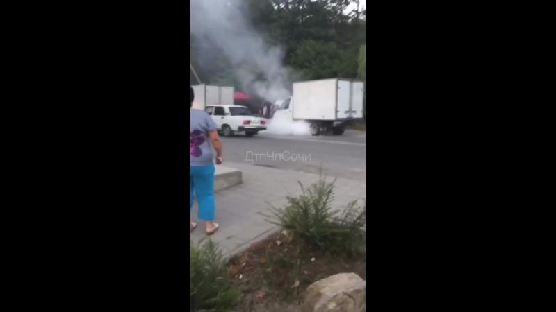 В Дагомысе произошло возгорание автомобиля «ГАЗель».