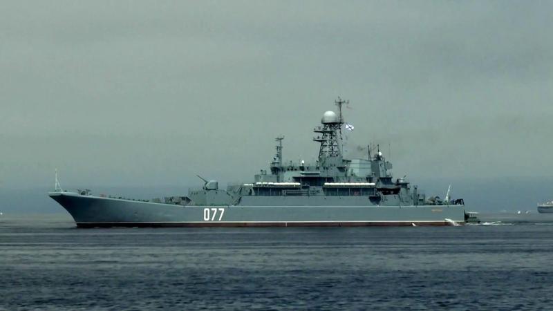 День ВМФ. Набережная. Парад военных караблей.Владивосток.