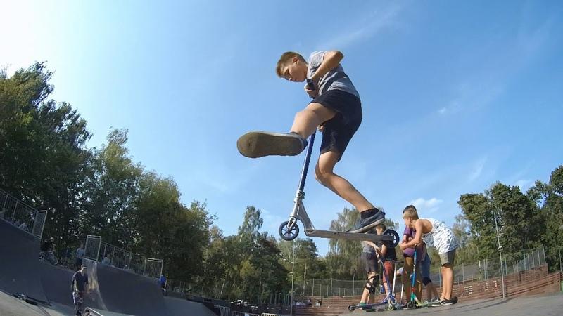 трюки на самокате в скейтпарке Кузьминки 20180902
