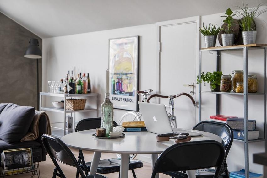 Скандинавская квартира-студия 48 м с двумя длинными гардеробами.