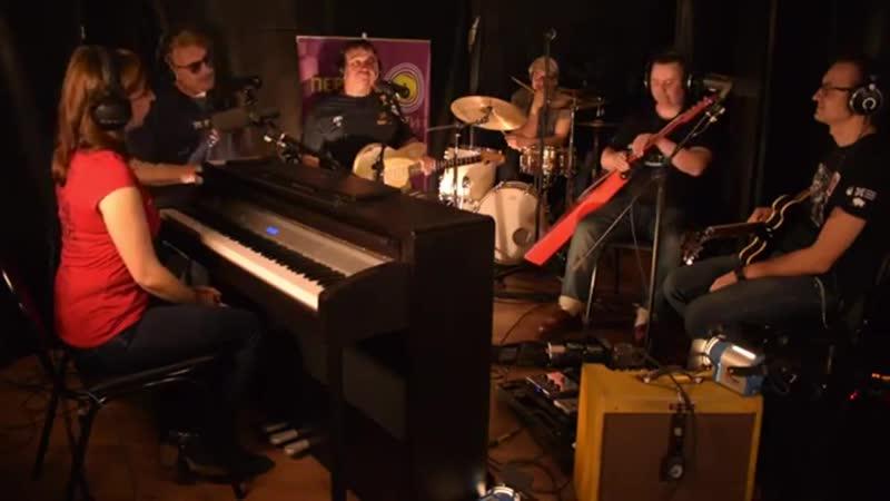 Культовая русско американская рок группа Red Elvises на Радио 1