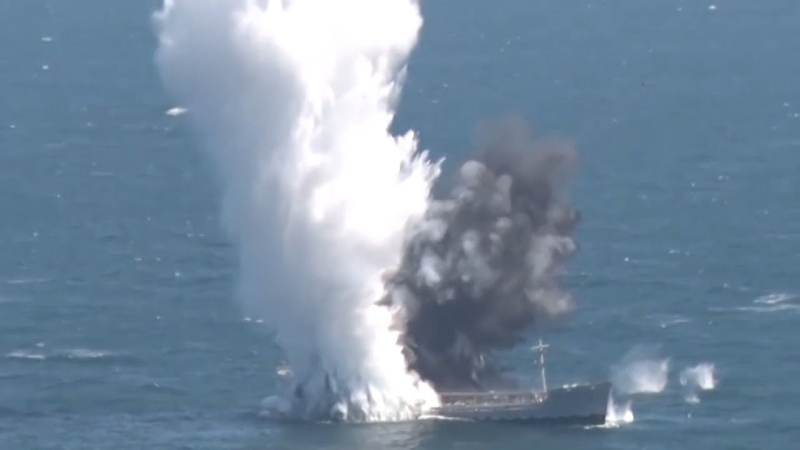 TCG Yıldıray denizaltısı torpido atışıyla gemi batırdı