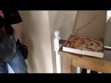 Работа это бОльшая часть жизни и нужно подходить с юмором и интересом к каждому дню. 🙃😀.А как вы разогреваете пиццу без микров
