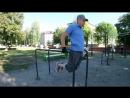Как проработать грудные и спину на спортивной площадке.