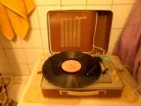 Я слушаю музыку в ванной.