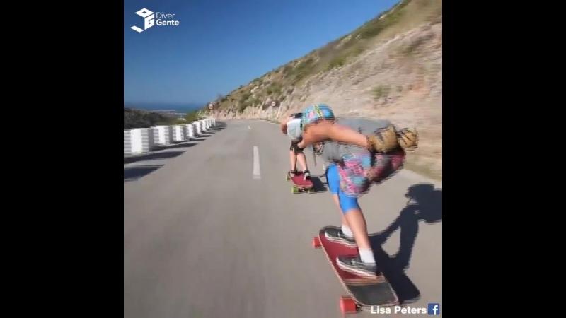 Девушки на скейтбордах УЛЁТНО