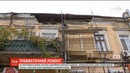 Глиба від фасаду будинку в Одесі ледь не вбила чоловіка