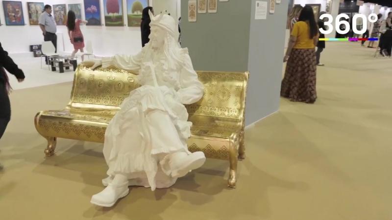 Памятник Бабе-яге прилетел в Дубаи