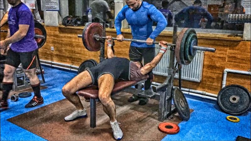 Жим лежа 135 кг 01.10.2018 года (Иван Тулаев).