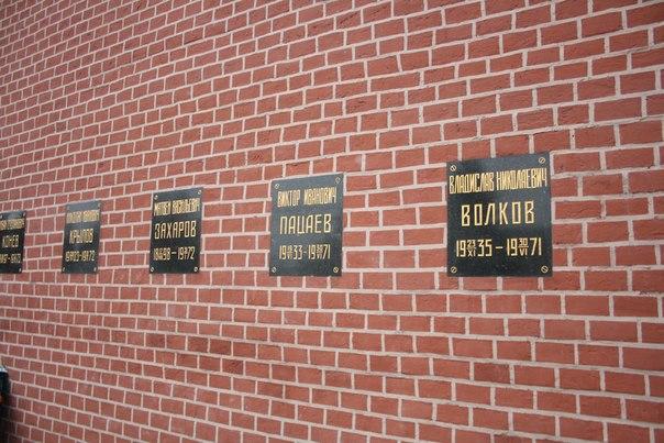 Б-же, какой красивый шрифт, посмотрите на Захарова.  Кстати, это ещё один маршал. Начальник Северо-Западного направления.