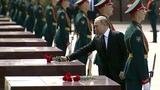 Владимир Путин возложил венок кМогиле Неизвестного Солдата. Новости. Первый канал