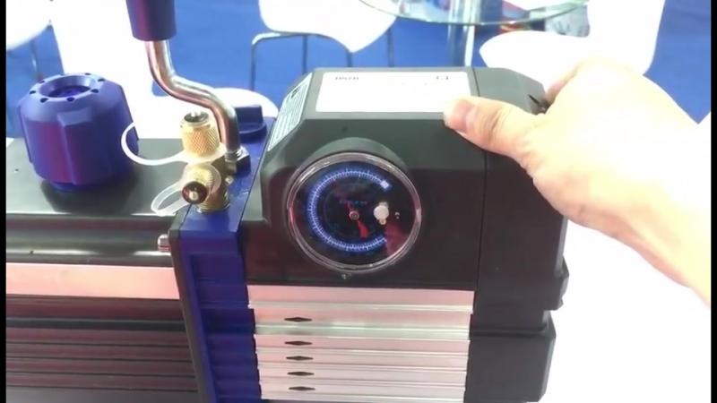Вакуумный насос с встроенным манометром стрел.