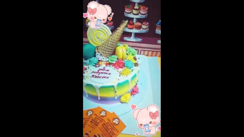Яркий детский тортик