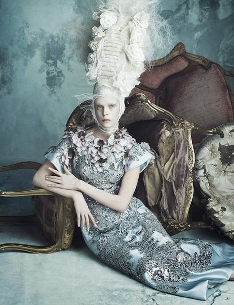 Дуэт фотографов Даниэле Дуэлла (Daniele Duella) и Янго Хензи (Iango Henzi) смогли обратить на себя внимание самых крупных журналов мира моды.Съёмки фотографов обладают особым шармом и