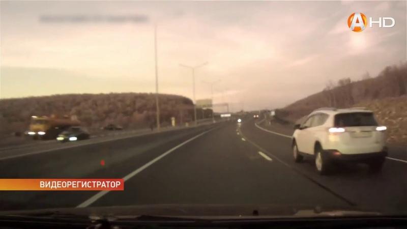 Дорожный беспредел: в Коле сбили женщину, мотоциклист гоняет «против течения», экипаж ДПС нарушает