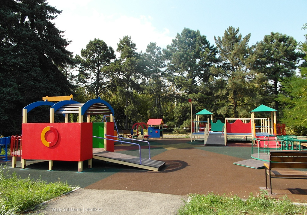Детская площадка Ботанический сад Алматы 2018