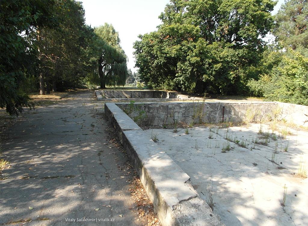 Дорога к воротам, Ботанический сад Алматы 2018