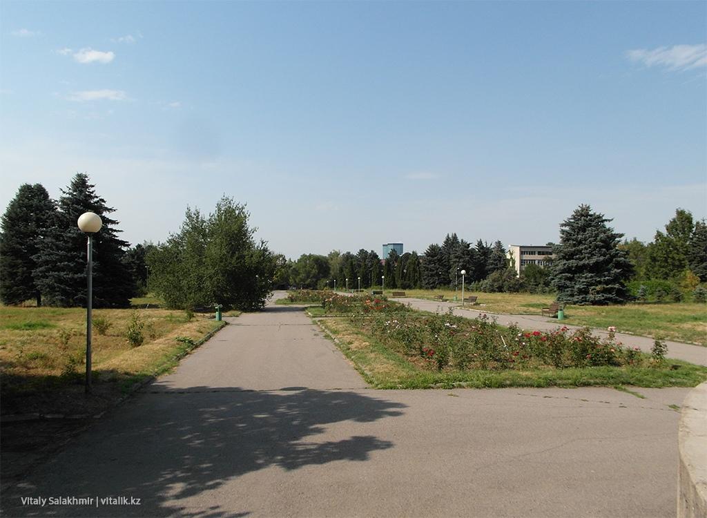 Площадка в Ботаническом саду Алматы 2018