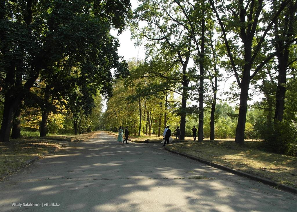 Свадебная процессия в Ботаническом саду Алматы 2018
