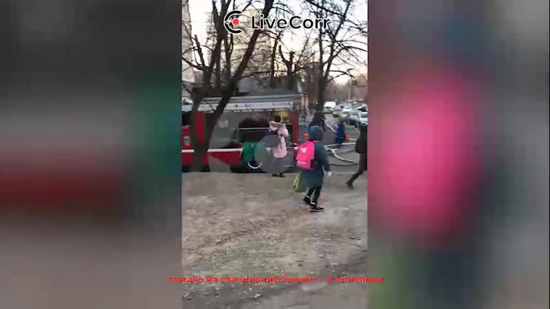 Пострадавшего на пожаре в Москве эвакуировали спасатели
