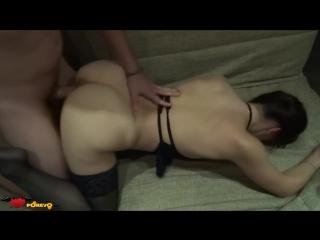 Порно с пиздатой кисой трахают рот сперма