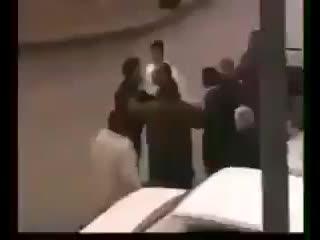 Бокс р в уличной драке ,jrc h d ekbxyjq ...yjq lhfrt (240p).mp4
