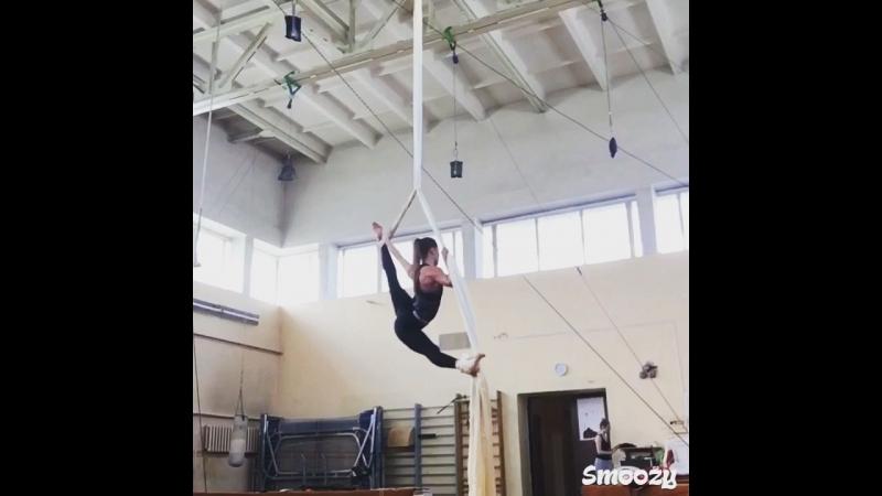 Aerial silks 🖤