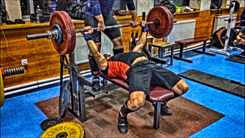 Жим лежа 130-135 кг и приседания со штангой 200-210 кг 05.10.2018 года (Сергей Тихомиров).
