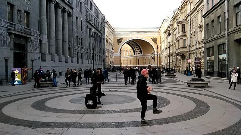 Музика-танци при Площади дворцовой