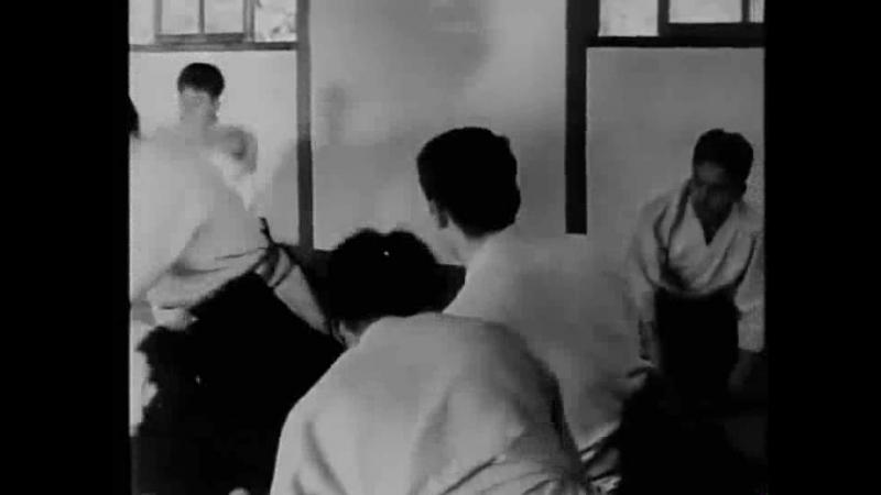 Морихиро Сайто преподает в додзе О Сенсея в Иваме