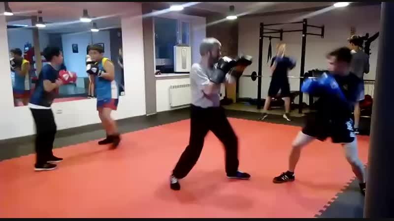 Тренировка подростковой группы по боксу (10-17 лет) . Тренер Зайнал Акавов