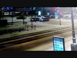 Момент аварии в Петербурге на Московском проспекте