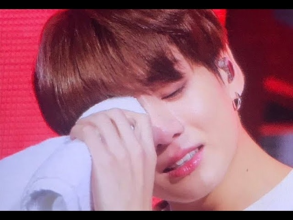 Jungkook Broke Down Crying Because He FEEL SORRY for his Injury ~ 😭😭😭 BTSinLondon