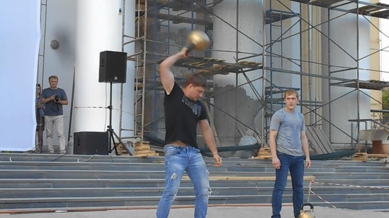 День молодежи.Силовые жонглеры.