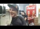 День Пиццы ребята поют на кухне Бумбокс