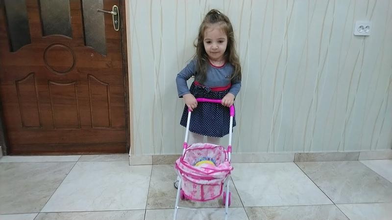 Королевская коляска для куклы Baby Born . СЕСТРА ИГРАЕТ В КУКЛЫАРАМ ЗАМ ЗАМ - Песни Для Детей.