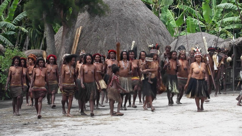 Dani women dancing in Baliem Valley - Papua province, island of New Guinea