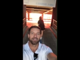 @shelleyhennig dando uma volta com Ian e Ryan. - Agora o que a bonita ta tentando fazer a