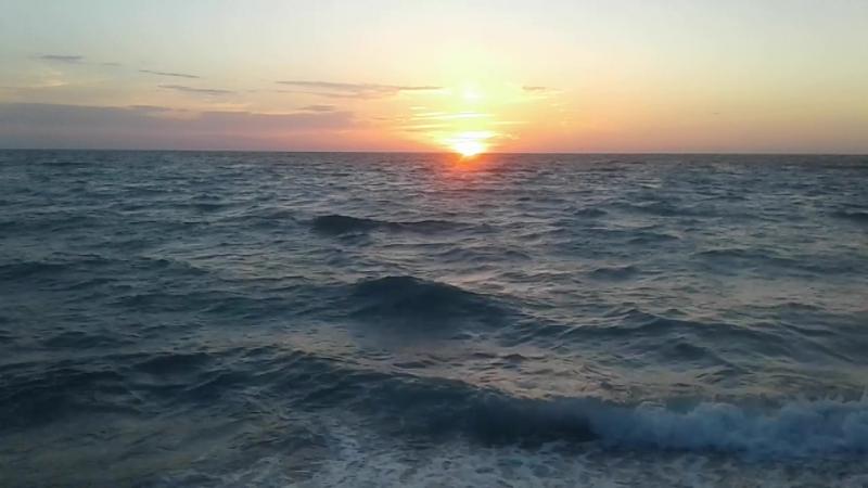 Солнце садится...(целиком и полностью в море,правда,ни хрена не видать)