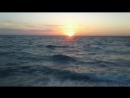 Солнце садится...целиком и полностью в море,правда,ни хрена не видать