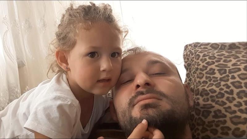 Babasına Sakalların Pamuk Gibi Çok Güzel Diyen Küçük Kız