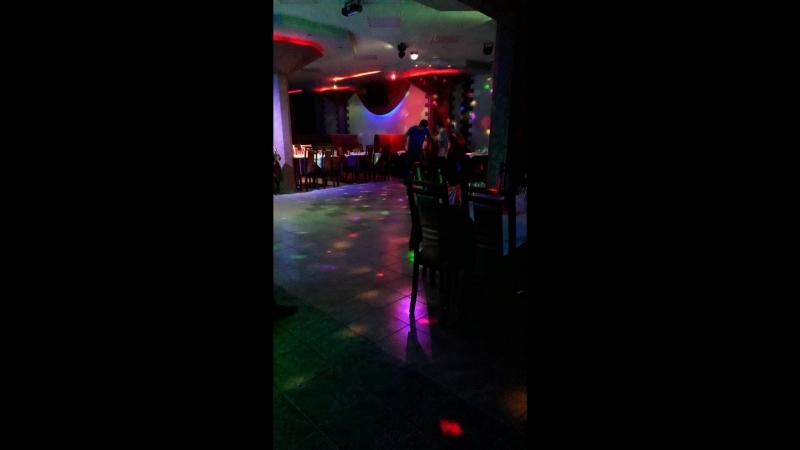 Взорвал танцпол в ресто-клуб Империя! Парень красавчик❤