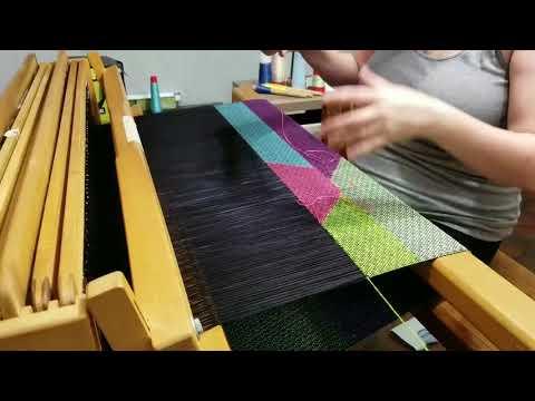 Weaving triple clasped weft on a floor loom