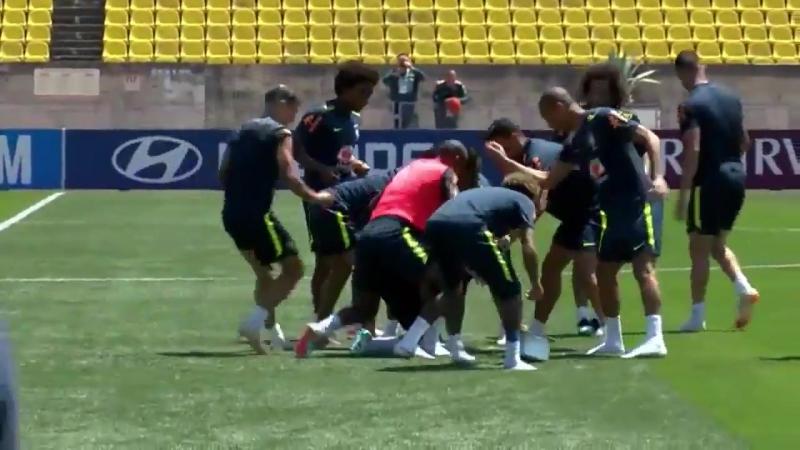 Neymar Brazil prank Coutinho on his birthday Credit Ruptly