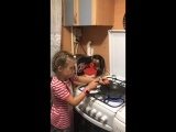 Анжелика готовит яичницу🍳