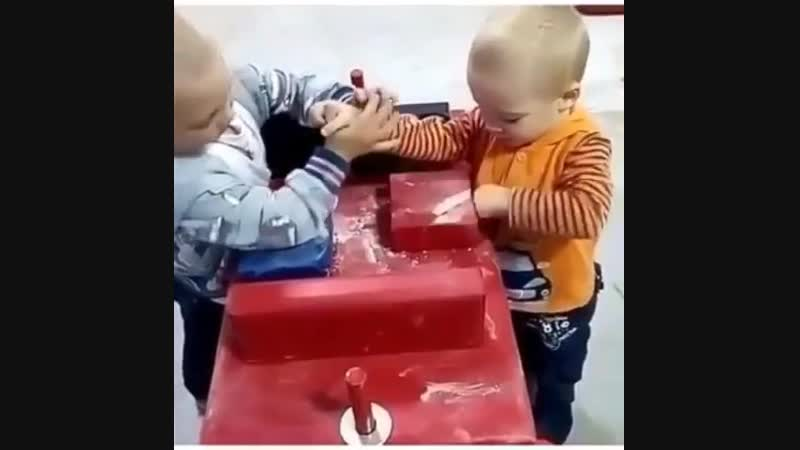 Не детский армрестлинг )