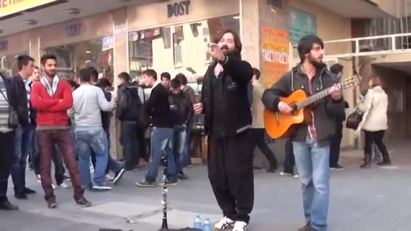 Sokak Konseri , Karanfil Sokak Kızılayda Koray Avcı Keyfi.mp4